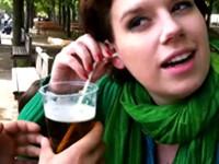 Bier mit dem Ohr trinken