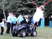 Brautstrauß werfen mal ganz anders