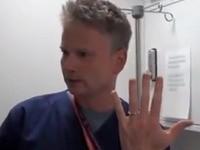 Cooler Trick: Ring vom Finger bekommen