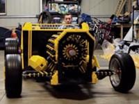 Ein Auto komplett aus 500.000 Lego-Steinen