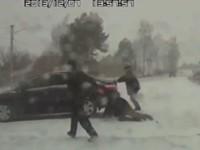 Freunde zerstören Auto