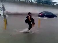 Freundin sicher übers Wasser bringen