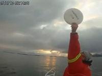 Frisbee auf hoher See spielen