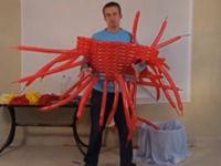 Iron Man Kostüm aus 364 Ballons
