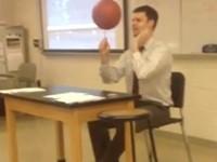 Lehrer ist ein Basketball-Ass
