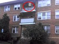 Mal das Sofa vom Balkon werfen