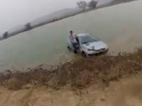 Mit dem Auto in den See