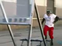 Neuer Weltrekordversuch: Durch 10 Glasscheiben springen