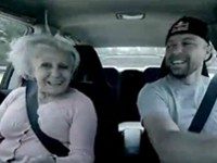 Oma im Drift Car