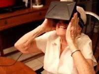 Oma und die virtuelle Realität