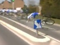 Radfahrer übersieht Straßenschild
