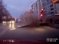 Straße explodiert plötzlich