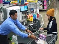 Streich: Seltsamer Verkäufer im Supermarkt