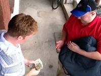 Streich: Trinkgeld herbei zaubern