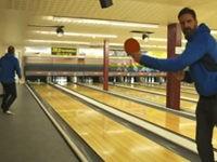 Strike beim Bowlen mit Tischtennisball