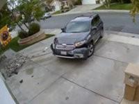 SUV fährt in zwei Mal in ein Haus
