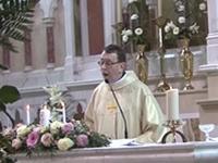Toll singender Pfarrer bei einer Hochzeit