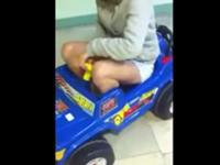 Unfall im Spielzeugauto