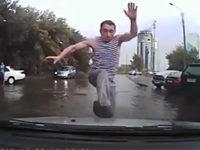 Verrückter Mann auf der Straße
