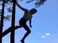Vom Baum in den See springen